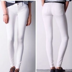 AMERICAN EAGLE • White Jeggings / Jeans • Size 8